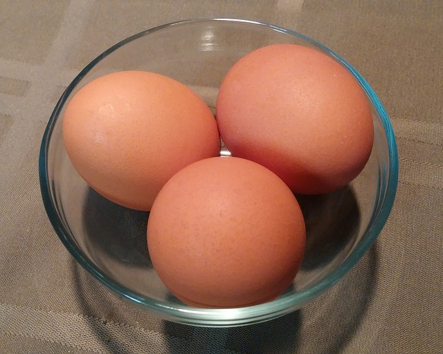 3 brown eggs in a glass bowl